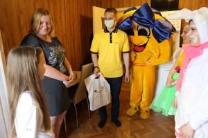 Карантин не помеха: сотрудники КНПЗ порадовали особенных ребят из Куйбышевского района