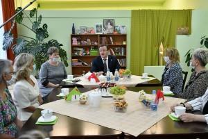 Поздравить социальных работников в центр «Домашний очаг» приехал глава региона Дмитрий Азаров.