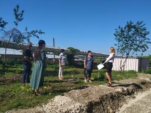 Жители дома №11 по улице Крайней активно следят за ходом работ по благоустройству площадки, прилегающей к дому.