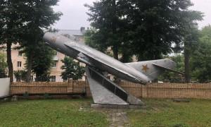 В Самаре предложили перенести самолет-памятник