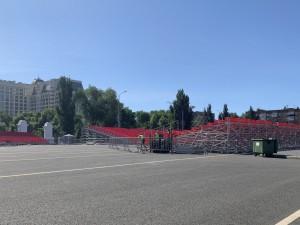 Дорожную разметку в периметре площади и на близлежащих улицах планируется обновить до 20 июня.