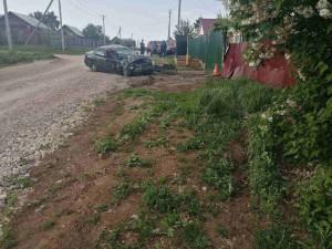 Житель Самарской области угнал автомобиль и врезался в забор