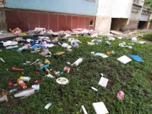 В Самаре подросток швырял вещи из окна