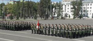 По площади Куйбышева прошли около 1700 военнослужащих Центрального военного округа и представителей силовых ведомств региона.
