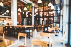 Губернатор предложил обсудить этапы открытия с представителями ресторанов и кафе.