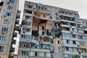 По предварительным данным, взорвалась газовоздушная смесь. Мэр украинской столицы заявил, что рассматривается версия и со взрывчаткой.