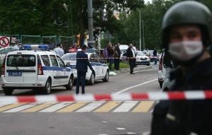 Раненые им полицейские находятся на лечении в больнице.