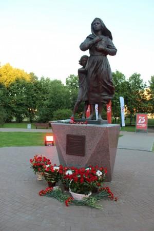 В Тольятти открыли памятник Ожидание солдата
