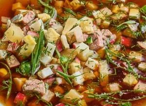 В Роскачестве назвали полезную альтернативу колбасе в окрошке