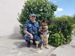 Среди тех, кто получил поздравление с этим замечательным событием старший прапорщик внутренней службы Евгений Синуров.