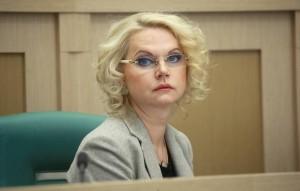 Вице-премьер напомнила, что осенью в России начинается сезон простудных заболеваний, в числе которых грипп и пневмонии.