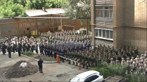 Военные ЦВО провели в Самаре мини-парад у дома кавалера двух медалей за личную отвагу