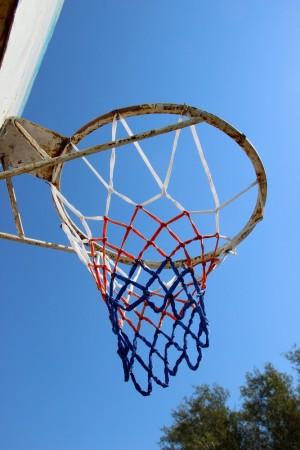 В самарском парке Гагарина отремонтировали баскетбольную площадку