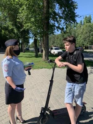 В Самаре для велосипедистов провели уроки безопасного вождения сотрудники Госавтоинспекции