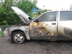 Тольяттинец поссорился с мужчиной и поджег его машину
