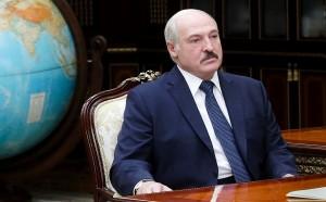 По словам Лукашенко, «кукловоды» из России, пытаясь повлиять на выборы в Белоруссии, распространяют в Сети «жуткие фейки».