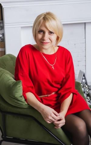 Ирина Емельченкова, ведущий психолог Молодёжного центра «Самарский», в финале конкурса представила профориентационную программу для детей-сирот.