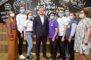 Дмитрий Азаров на площадке ресурсного центра поддержки и развития добровольчества Самарской области встречу с молодежью региона.