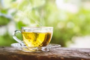 Гастроэнтеролог Алексей Парамонов разобрал популярные мифы о чае.