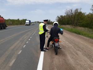 В Самарском регионе полицейские провели профилактические беседы с водителями мототранспорта