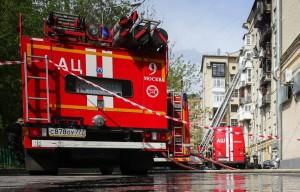 По данным источника, горят четыре квартиры.