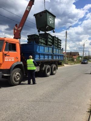 Жители района обратились к регоператору и к компании-перевозчику с просьбой помочь в организации централизованного вывоза ТКО на их улицах.