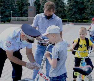 Нефтегорские полицейские и общественники провели акцию «Велосипед не развлечение, а средство передвижения!»