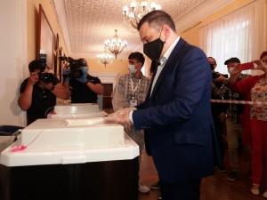 Депутат Госдумы Александр Хинштейн проголосовал по поправкам в Конституцию