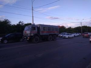 На пересечении улицы Чекистов и Магистральной города Самары сотрудники Росгвардии стали свидетелями инцидента.