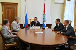 Глава региона поздравил всех участников встречи с присвоением Самаре высокого статуса – «Города трудовой доблести»