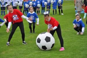 Проект «Лето с футбольным мячом» уже давно стал визитной карточкой Самарской области. Количество участников ежегодно превышает 35 тысяч человек.