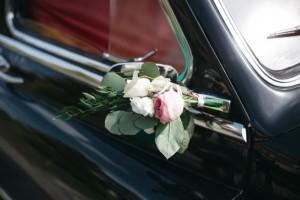 Недавно в Самаре местные жители шумно отмечали свадьбу, разъезжая по городу в свадебном кортеже с громкой музыкой и нарушая ПДД.