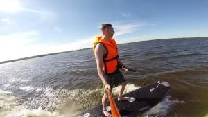 На днях в акватории Волги в Самаре прошли первые успешные испытания водно-моторной доски «EVolga».