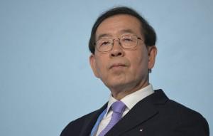 В свою очередь агентство Yonhap сообщило, что поиски градоначальника продолжаются.