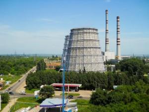 Самая высокая дымовая труба в 240 метров, которую ожидает обновление, расположена на Самарской ТЭЦ.