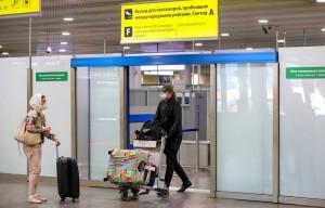 При этом иностранцам на въезде необходимо предоставлять справку об отсутствии коронавируса, либо сдавать тест уже в России.