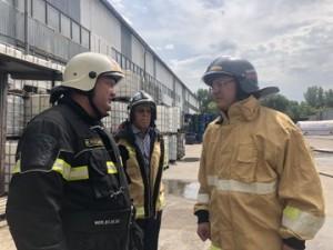 Дмитрий Азаров прибыл на место тушения пожара на ул.Профильной, 6 в Самаре
