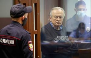Он также сообщил, что злоумышленники якобы больше года занимались его травлей, а также оскорбляли и угрожали Анастасии Ещенко.