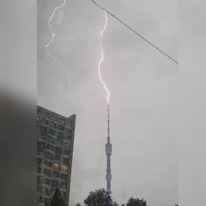 Но волноваться не о чем: для строительных конструкций разряды не представляют большой опасности, так как башня имеет мощную систему молниезащиты.