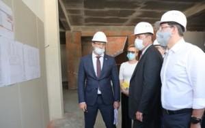 Дмитрий Азаров и Игорь Комаров оценили ход строительства школы в мркн