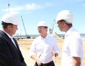 Во время посещения «левобережной» площадки Игорю Комарову подробно доложили о проекте.