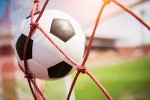 На стадионе «Салют» в поселке «Мехзавод» города Самары оборудуют новое футбольное поле.