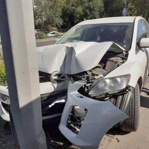 В Самаре автомобилистка врезалась в столб, пострадали трое
