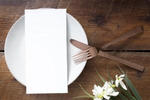 В документе прописано, что клиенты могут заказывать блюда онлайн до прихода в ресторан и не обязаны оставлять чаевые.