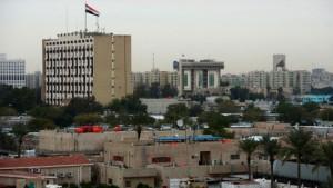 """В момент атаки в """"зеленой зоне"""" находился глава МИД Ирана Мохаммад Джавад Зариф, сообщил телеканал Al Sumaria."""