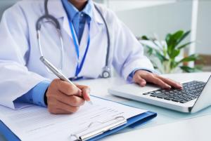 По точности предсказания диагноза модель не уступает опытным врачам.