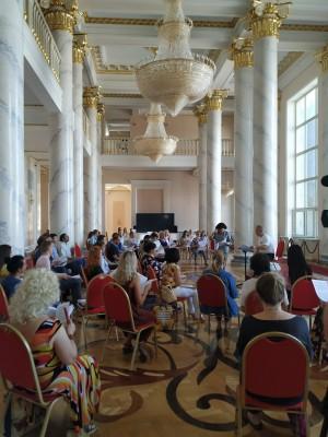 Сегодня впервые собрался полным составом хор театра. Репетиция прошла в Колонном зале театра, с соблюдением социальной дистанции.
