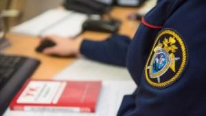 Подозреваемый получил от гражданина взятку в 100 тысяч рублей за незаконные действия.
