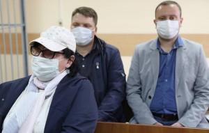 Суд приговорил Александра Круглова к пяти с половиной годам, Романа Дунаева - к шести годам, Надежду Архипову - к пяти годам, но ее освободили от наказания по амнистии.