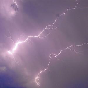 Молния опасна тогда, когда за вспышкой следует раскат грома